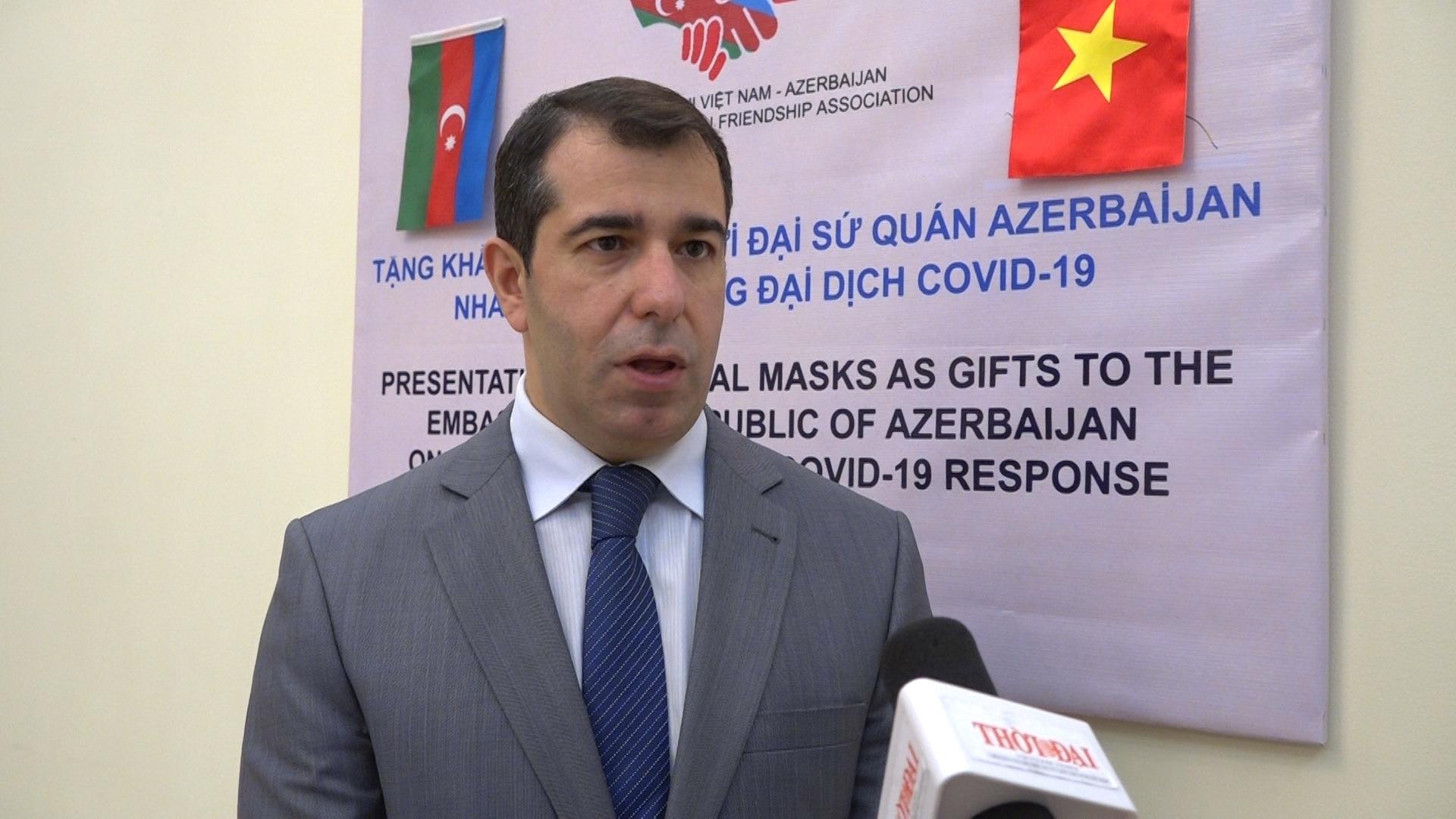 ສະມາຄ ມມ ດຕະພາບຫວຽດນາມ azerbaijan ໄດ ມອບອ ປະກອນການແພດ ເພ ອຊ ວຍເຫ ອປະຊາຊ ນ azerbaijan