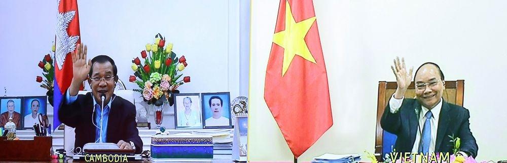 ທ່ານນາຍົກລັດຖະມົນຕີ ຫວຽດນາມ ຫງວຽນຊວນຟຸກ ໂອ້ລົມກັບ ທ່ານນາຍົກລັດຖະມົນຕີກຳປູເຈຍ Hun Sen