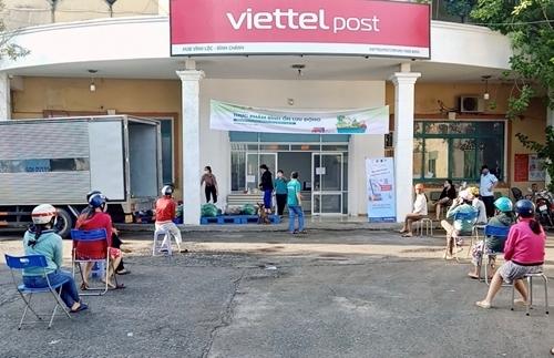 ບໍລິສັດໃຫຍ່ Viettel Post ເຂົ້າຮ່ວມສ້າງຈຸດຂາຍສິນຄ້າເຄື່ອນທີ່ເພື່ອຮັບໃຊ້ປະຊາຊົນ. ພາບ: qdnd.vn.