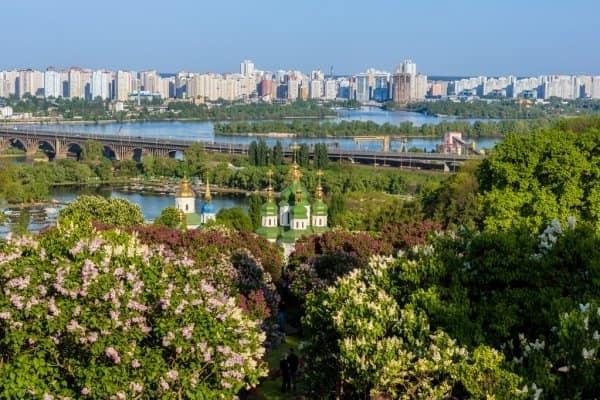 ສະມາຄົມຊາວຫວຽດນາມ ອາໄສຢູ່ ນະຄອນ Kiev (ຢູແກຼນ) ຮຽກຮ້ອງປະຊາຄົມບໍ່ຄວນປະໝາດ ໃນການປ້ອງກັນ, ສະກັດກັ້ນໂລກລະບາດໂຄວິດ - 19